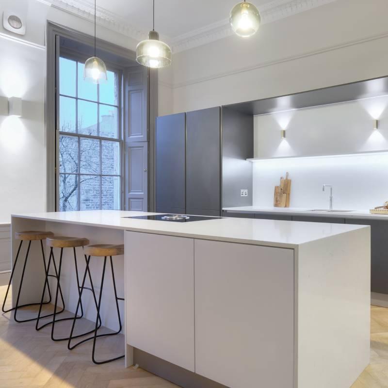 kitchen_hacker_island_grey kitchen_bar stools